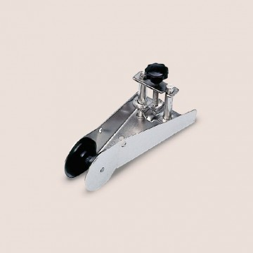 Art. 229.00 Stainless steel bow roller with anchor blocking